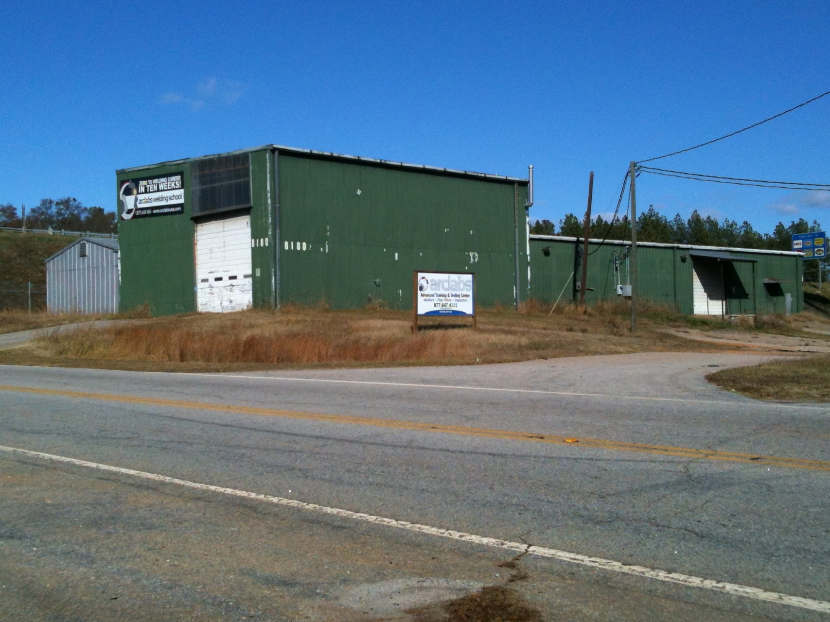 SOLD – 8000 Square Foot Industrial Building