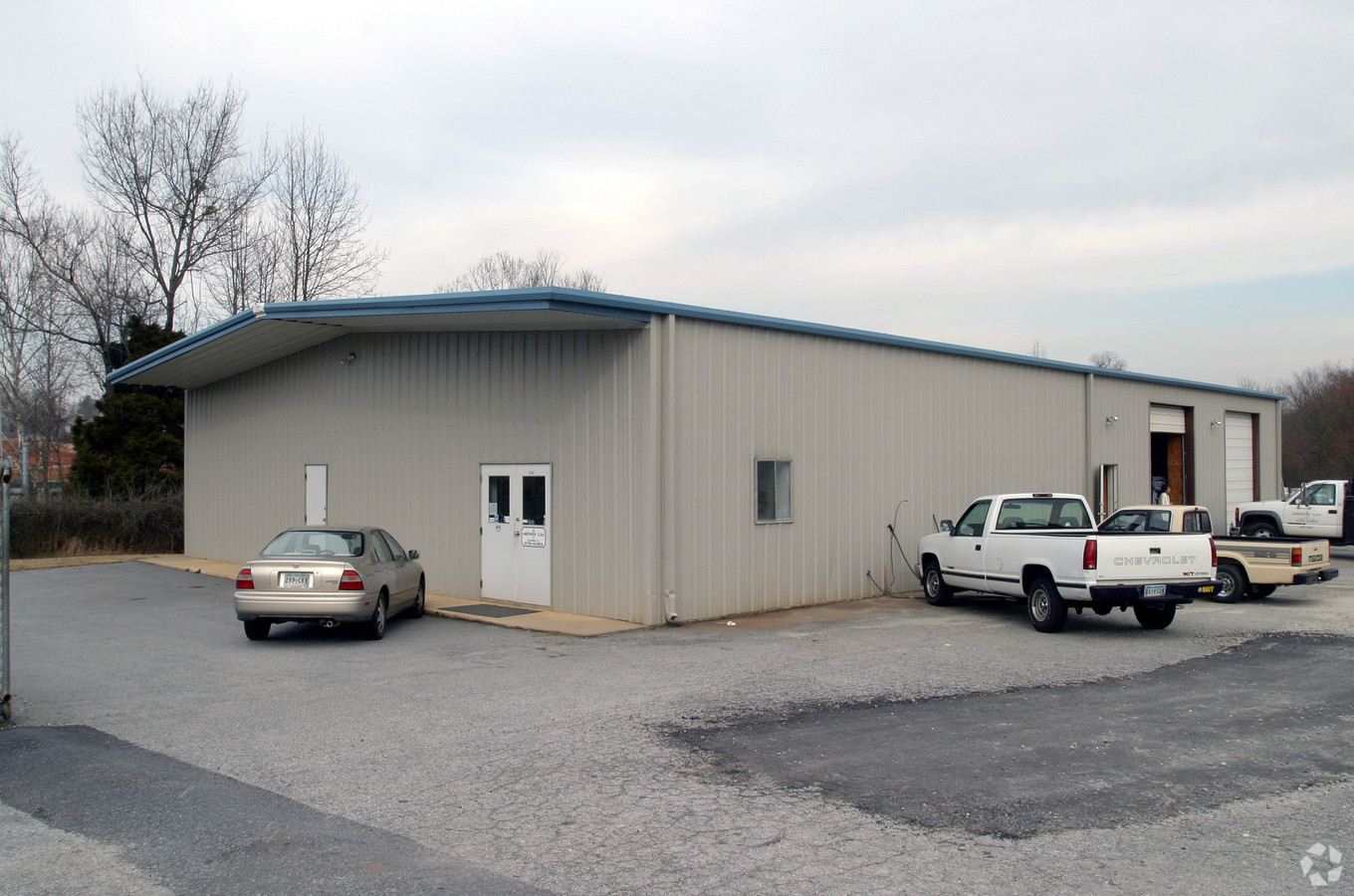LEASED – 6,200 SF Industrial Space